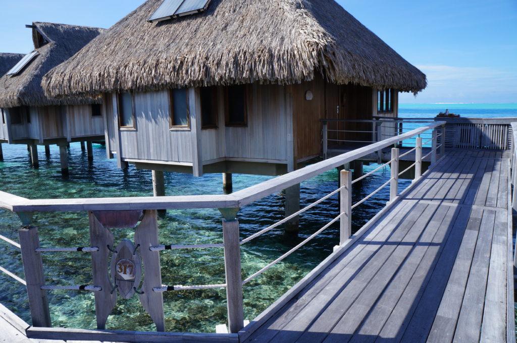 ボラボラ島 水上コテージ