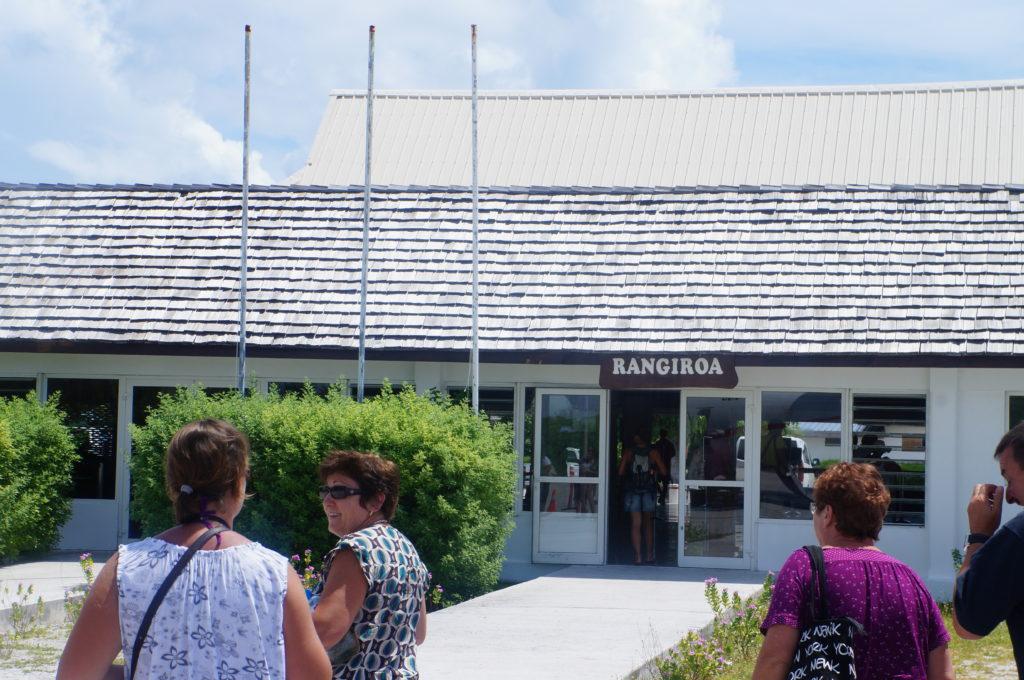 ランギロア島 空港